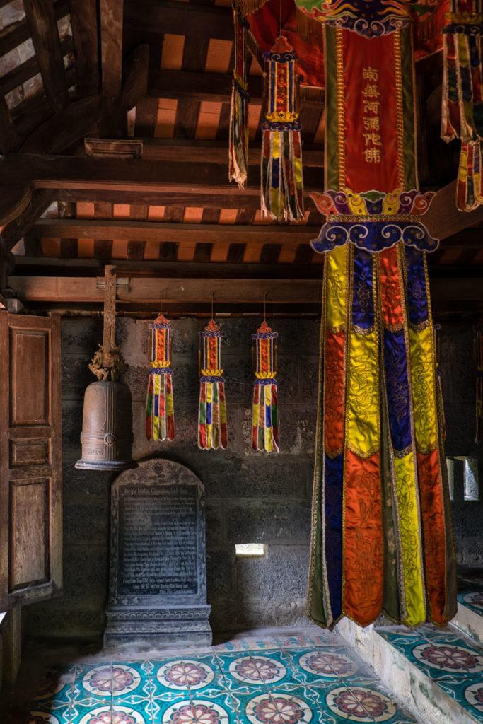 Interno Bich Dong Pagoda