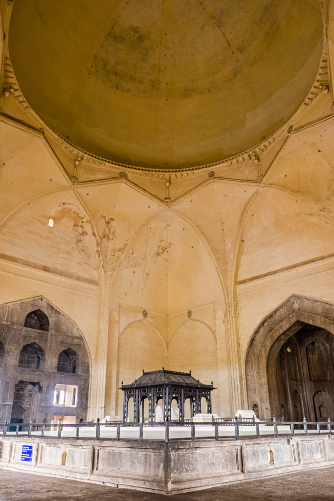 Bijapur-Golgumbaz-interno-02